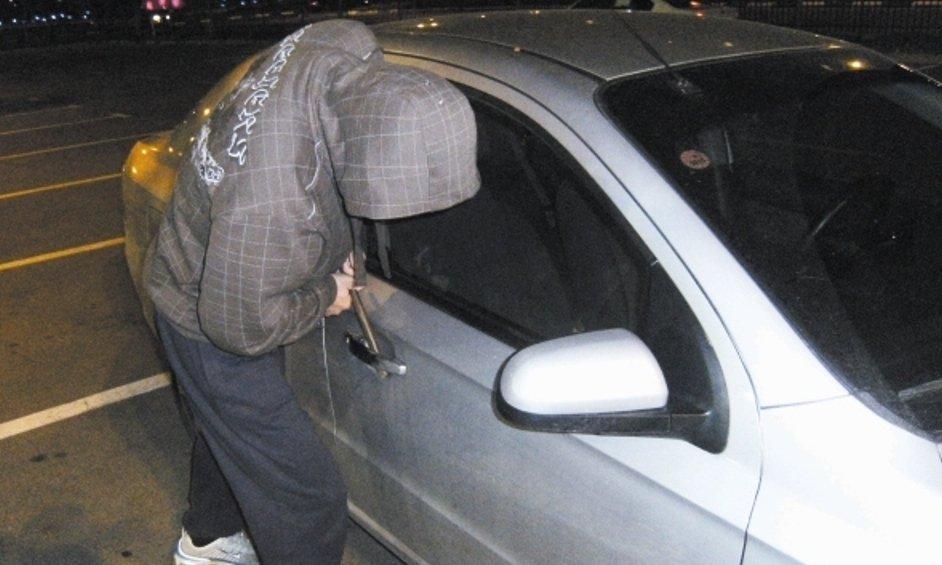 גנב רכב. צילום אילוסטרציה. ארכיון קול השרון