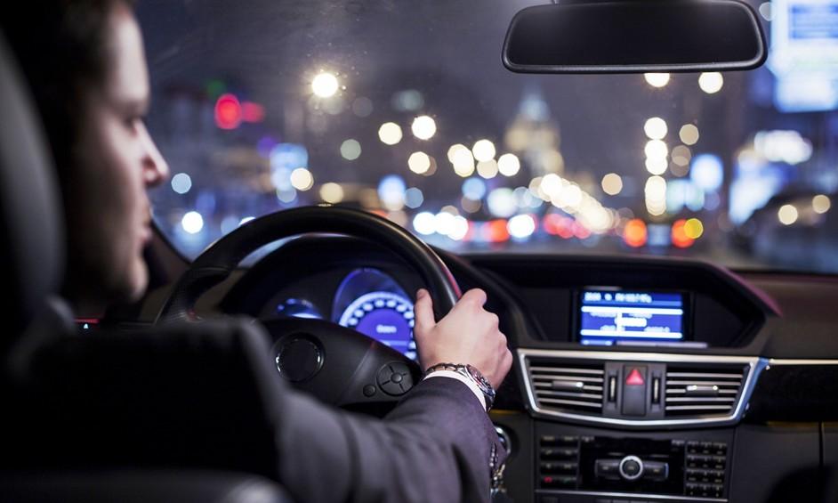 נשים נוהגות בטוח יותר מגברים