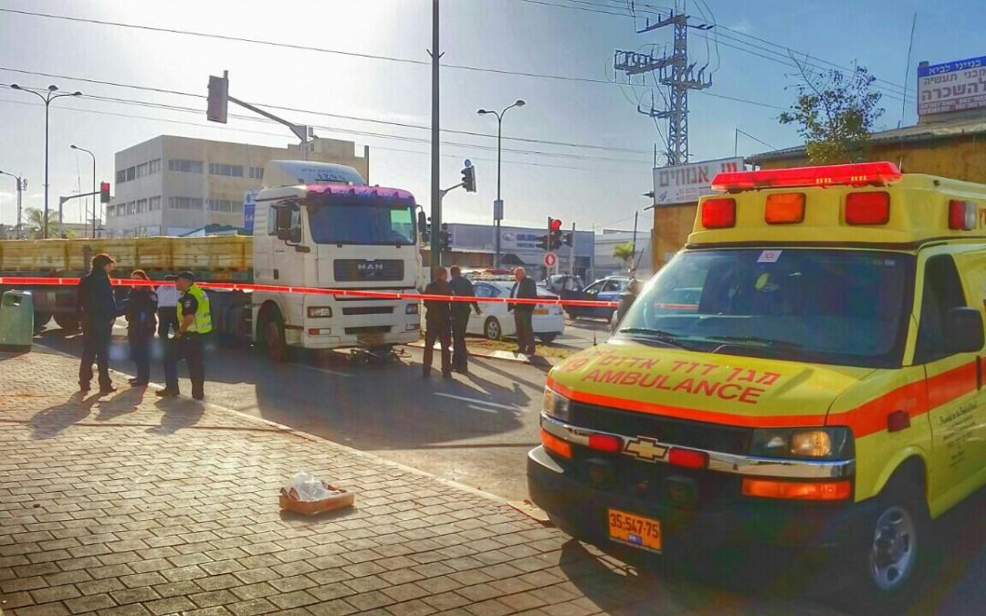 נתניה: רוכב אופניים נהרג מפגיעת משאית