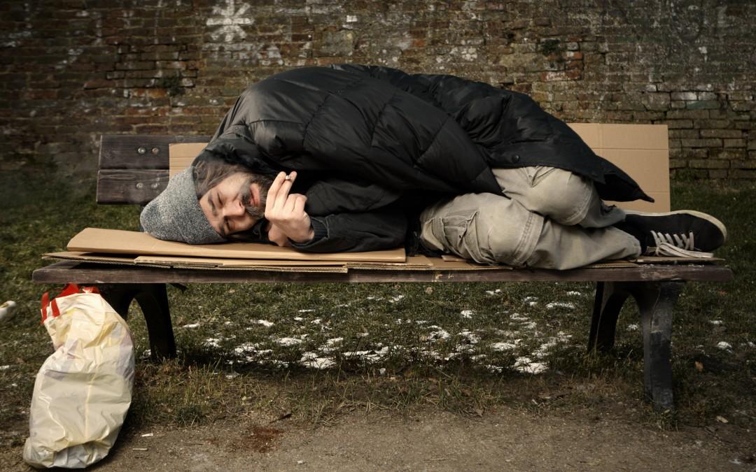 נתניה: חמש שעות שכב הומלס על המדרכה