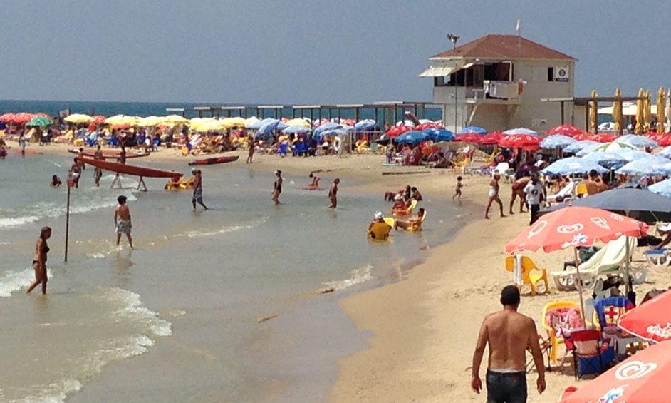 נתניה: שומרים על חופים נקיים