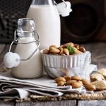 חלב שקדים ביתי – גם טעים ובעיקר בריא