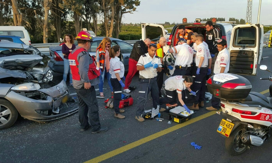 הרוג ושלושה פצועים בתאונה בכביש 553