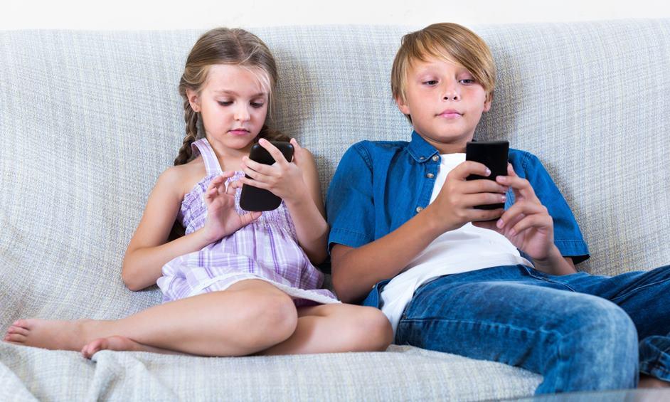 שמונה מכל 10 ילדים נחשפים לפורנוגרפיה וסרטי אימה בנייד
