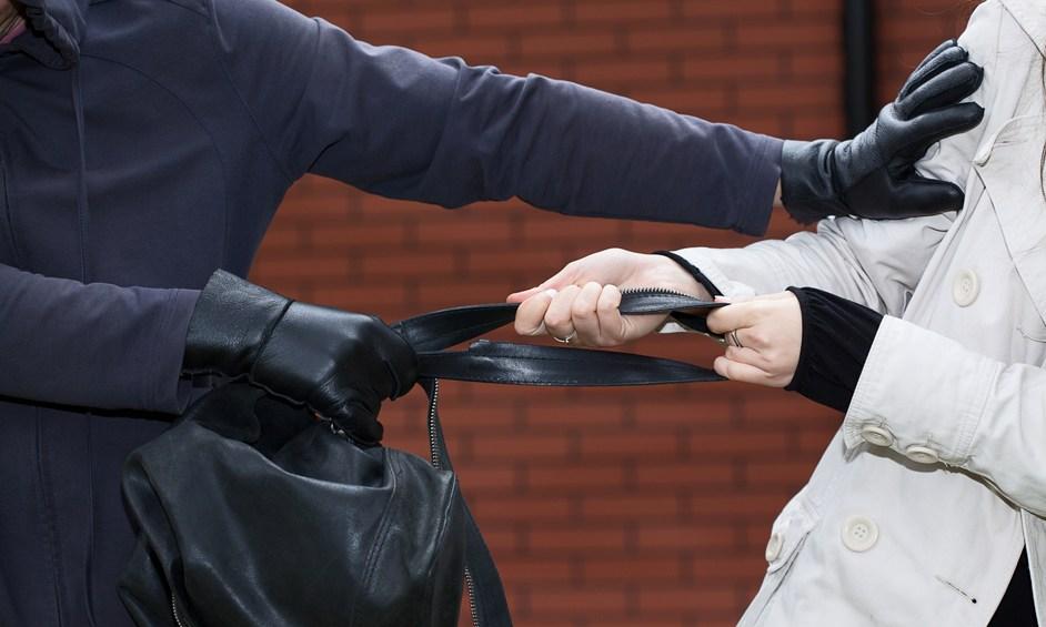 נתניה: שדד תיק מקשישה ונתפס