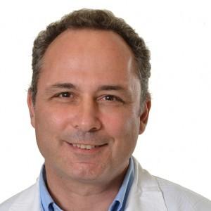 """מנהל מחלקה אורטופדית בבית חולים לניאדו, ד""""ר קלוד פיקארד. צילום באדיבות בי""""ח לניאדו"""