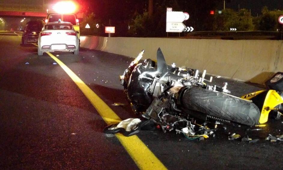 נתניה: רוכב אופנוע נהרג מפגיעת משאית