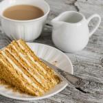 מדוביק – מתכון לעוגת דבש מושלמת