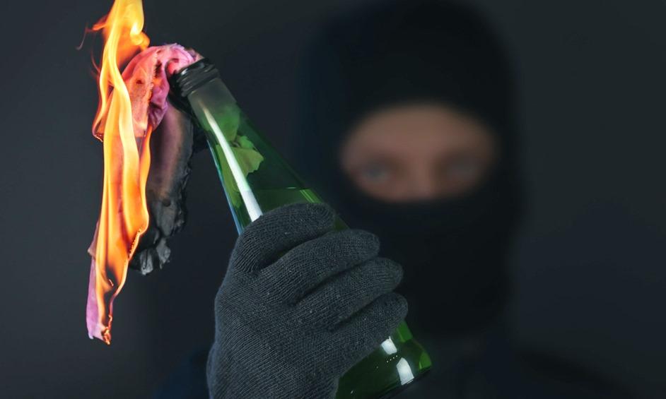 נתניה: בקבוק תבערה נזרק לעבר בית