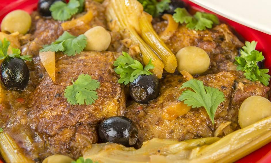 תבשיל עוף עם שומר – מרוקו סטייל