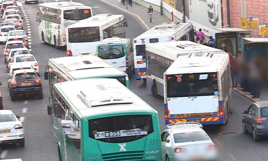 אוטובוסים מאחרים, תחנות לא מונגשות