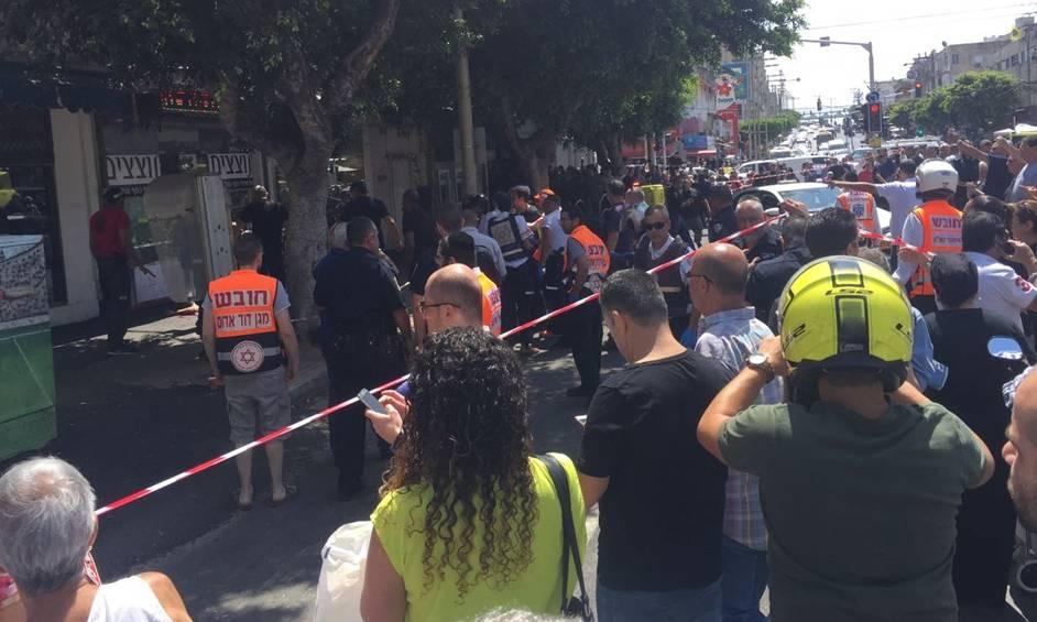 נתניה: שוטר נדקר, הדוקר נורה ונוטרל