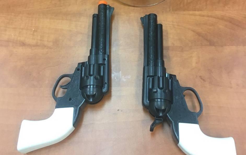 חשד: שדד חנות נוחות באיומי אקדח