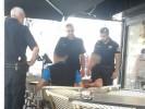 שוטרי משטרת נתניה בתחקור החשודים. צילום יוני ג'ורנו
