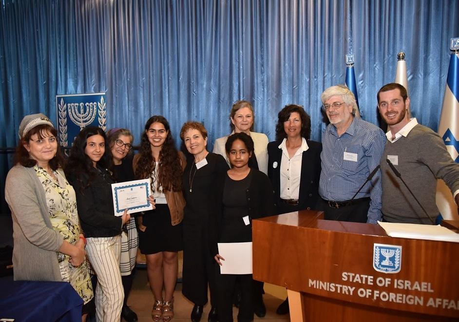 דיפלומטים צעירים. צילום באדיבות משרד החינוך