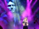 """חוגגים 90 לנתניה - הזמרת שירי מימון וברקע וידאו ארט לזכרו של אמיר פרישר גוטמן ז""""ל. צילום רן אליהו"""